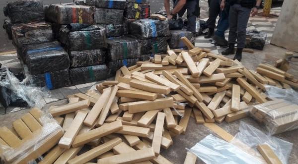 Droga apreendida totalizou mais de duas toneladas. Carga estava em meio a carregamento de sucata (Fotos: Cedidas/PM).