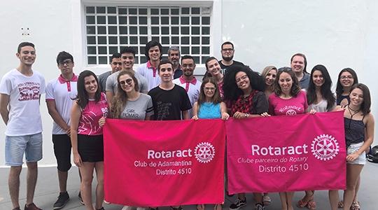 Integrantes do Rotaract Club de Adamantina (Divulgação).