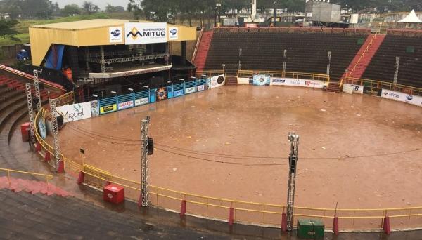 Chuvas atingiu a cidade durante todo o dia e inviabilizou a realização do evento na noite desta terça-feira (Foto: Siga Comunicação).