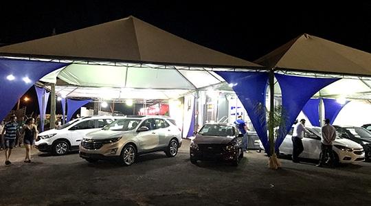 Estande Proeste Chevrolet, na Expoverde: espaço para conhecer lançamentos a adquirir novos, seminovos e consórcios (Foto: Siga Mais).