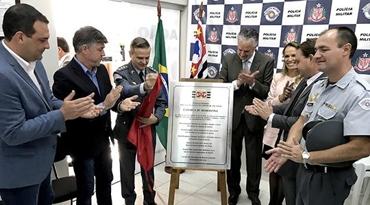 Autoridades inauguram o Núcleo de Mediação Comunitária, junto à sede da Polícia Militar, em Adamantina (Fotos: Siga Mais).