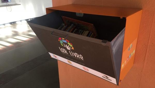 Mini-bibliotecas organizadas em caixas especialmente desenhadas para o projeto começam a ser instaladas em Adamantina (Foto: Siga Mais).