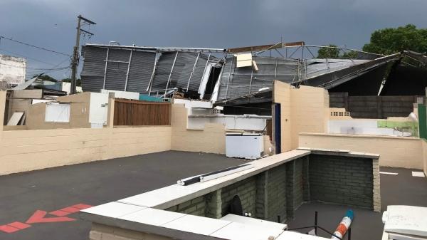 Estrutura das barracas das entidades foi destruída por um vendaval em novembro de 2019 (Arquivo/Siga Mais).
