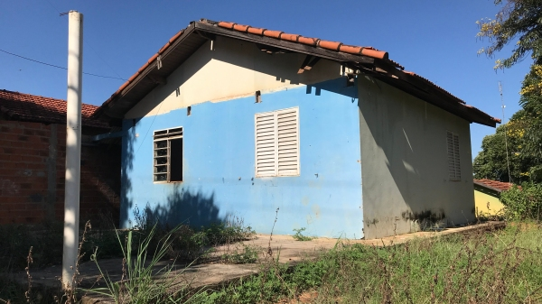 Um dos 11 imóveis do Conjunto Mário Covas, que ficarão sob responsabilidade da Prefeitura de Adamantina (Foto: Siga Mais).