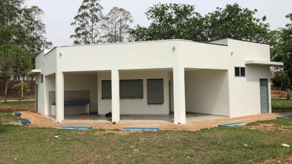 Jardim Adamantina ganhou sanitário e vestiário na praça esportiva do bairro (Foto: Siga Mais).