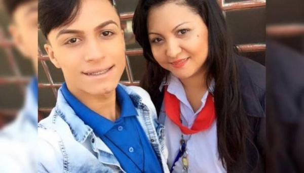 Itaberlly Lozano, de 19 anos, e sua mãe, a gerente de supermercado Tatiana Lozano Pereira, 32 anos (Foto: Reprodução/Facebook).