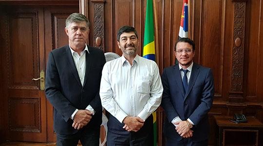 Prefeito Márcio Cardim e o reitor da UniFAI, Prof. Dr. Paulo Sérgio da Silva com o secretário de esportes, Aildo Rodrigues Ferreira (Da Assessoria).