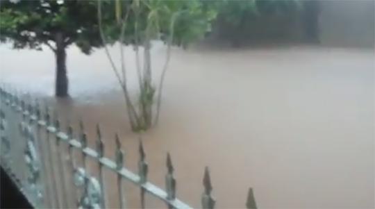 Inundações frequentes em trecho da Rua João Perrone, no Jardim Adamantina, e sem soluções pelo poder público municipal, motivam vereador e levar o caso ao Ministério Público (Foto: Acervo Pessoal).