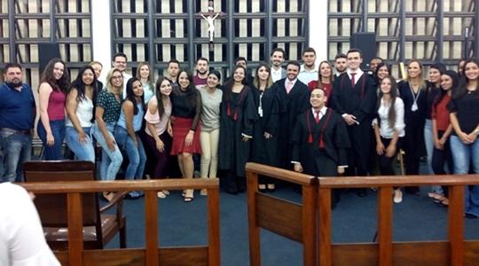 Alunos de direito participam do II Júri Simulado no fórum local; atividade de extensão é organizado pela coordenação do curso com o apoio do Poder Judiciário (Fotos: Acervo Pessoal).