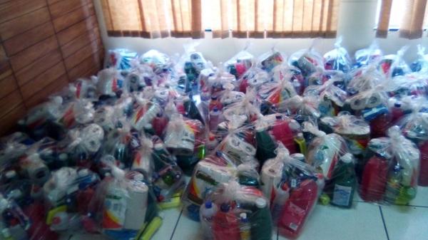 CRAS e CREAS entregaram 400 kits de higiene e limpeza (Da Assessoria).
