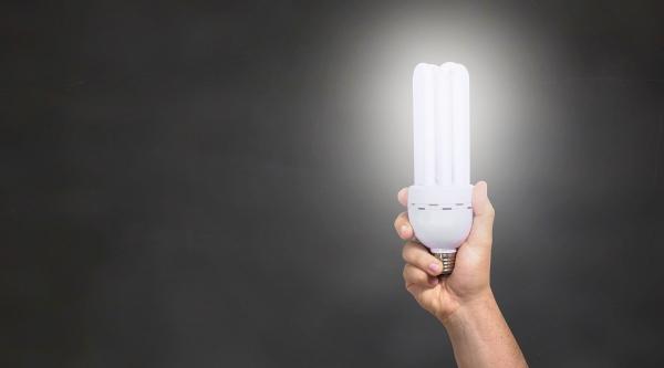 Fica suspenso o corte de energia por inadimplência por 90 dias, vale para consumidores residenciais e serviços essenciais (Pixabay).