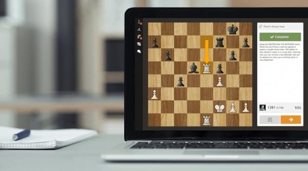 Competição será totalmente online, com participantes de Adamantina (Reprodução/chess.com).
