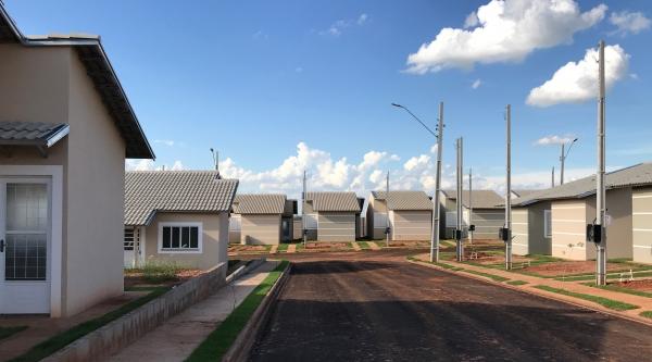 Obras do Eco Ville 1 avançam, sem parar, em Adamantina. São 200 casas no empreendimento, 100% vendidas (Imagem: Siga Mais).
