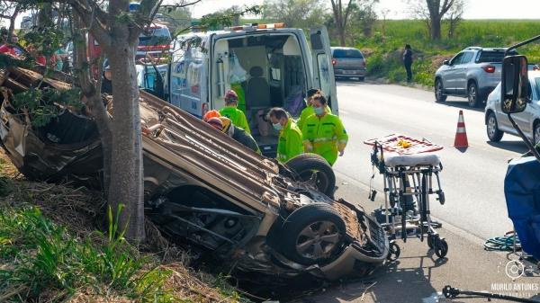 Vítima foi socorrida pelas equipes de resgate, porém não resistiu (Cedida/Murilo Antunes Fotografia).