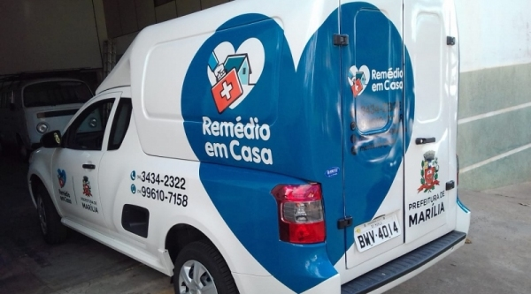 Veículo da secretaria municipal de saúde fará a entrega dos medicamentos aos pacientes que se enquadram no programa (Foto: Da Assessoria).