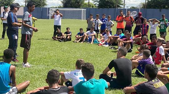 Cerca de 300 atletas de Adamantina e de diversas cidades da região marcaram presença na avaliação (Da Assessoria).
