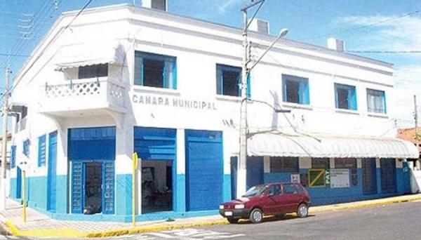 Requerimento de abertura de CPI contra o prefeito de Pacaembu é protocolado na Câmara Municipal (Reprodução/Fala Pacaembu).