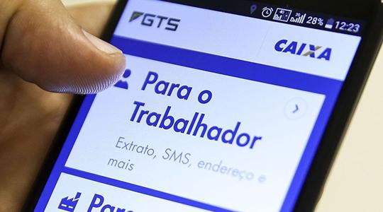 Medidas ampliam acesso aos recursos do FGTS pelo trabalhador. Saques obedecem calendário, de acordo com a data de nascimento (Foto: Marcelo Camargo/Agência Brasil).