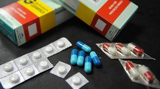 Segundo a OMS, o uso inadequado de antibióticos faz com que as bactérias se alterem, tornando-se resistentes a medicamentos (Arquivo/Agência Brasil).