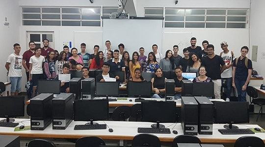 Alunos da ETEC participaram de minicurso de aperfeiçoamento e novas tecnologias na UniFAI (Foto: José Luiz Vieira de Oliveira).