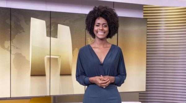 Utilizando perfis falsos nas redes sociais, os réus acessaram a página da emissora e proferiram injúrias contra Maju Coutinho, referindo-se a sua raça e cor  (Globo/Fábio Rocha).