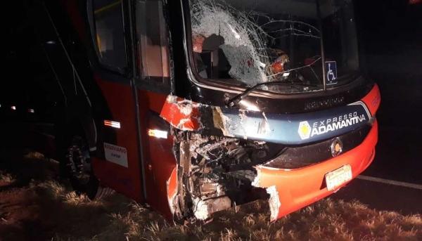 Ônibus estava com 26 passageiros e motorista. Ninguém se feriu (Foto: Reprodução/Site Tupã Notícias).