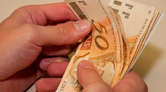 Decreto que fixa o novo salário mínimo foi publicado em edição extra do Diário Oficial da União, nesta terça-feira, 1º de janeiro (Foto: Agência Brasil).