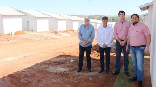 Antônio Roberto Grosso, Márcio Cardim, Guilherme Antonesso Grosso e Wesley Meira nas obras do EcoVille I (Foto: João Vinícius | Grupo Impacto).