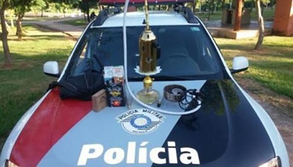 Narguilé foi apreendido pela Polícia Militar de Osvaldo Cruz (Foto: Polícia Militar/Cedida).