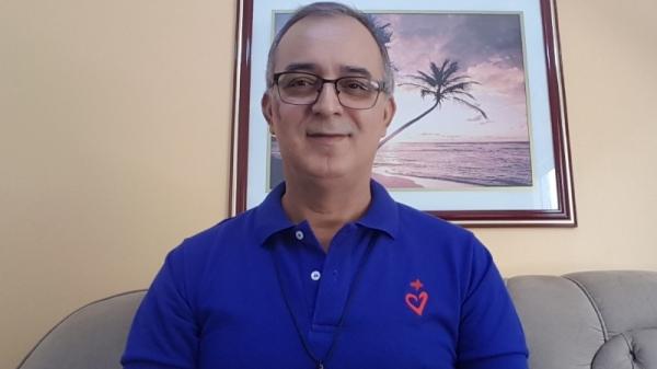 Padre Carlos foi atendido em um hospital de Goiás, onde está em viagem (Reprodução).