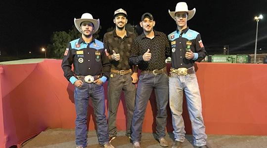 Glauber Ivasco, Guilherme Souza, Gabriel Zanardi e Matheus Turra, os quatro peões de Adamantina que irmão montar no ARF 2019 (Foto: Siga Comunicação).