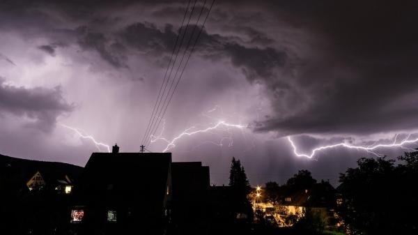Nos 24 municípios atendidos pela Energisa Sul-Sudeste na região de Presidente Prudente, a distribuidora registrou em 2019, aproximadamente, 70 mil raios (Imagem: Peter/Pexels).