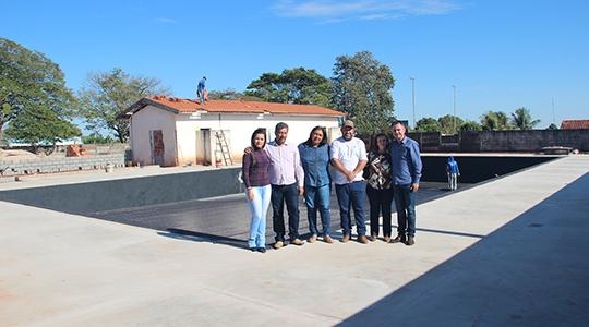 Sem uso por mais de 20 anos, piscina pública de Mariápolis é reformada e população poderá utilizar o espaço (Imagens: Site Leia O Povo).