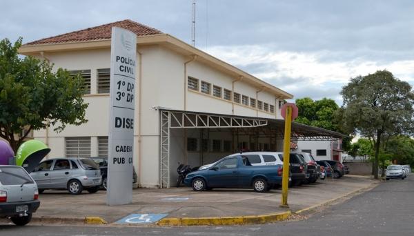 Advogado se apresentou à Polícia Civil de Adamantina e ficou preso na cadeia local, à disposição da Justiça, para início do cumprimento da pena (Foto: Siga Mas).