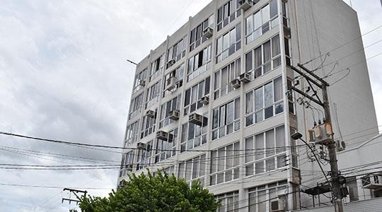 Prefeitura anuncia que deve ingressar com mandado de segurança para tentar reverter decisão da Justiça de Adamantina, que mandou fechar comércio e serviços não essenciais na cidade (Da Assessoria).