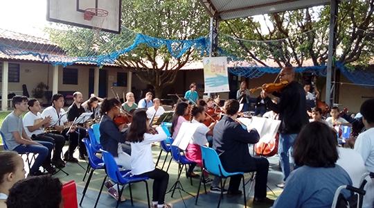Projeto Guri, Polo Adamantina, durante apresentação musical na APAE (Foto: Cedida/Projeto Guri).
