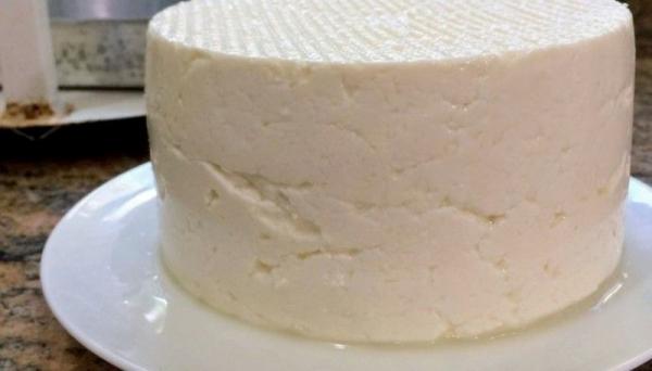Vendedores de queijo in natura são presos após fiscalização municipal na feira-livre (Imagem: Ilustração).