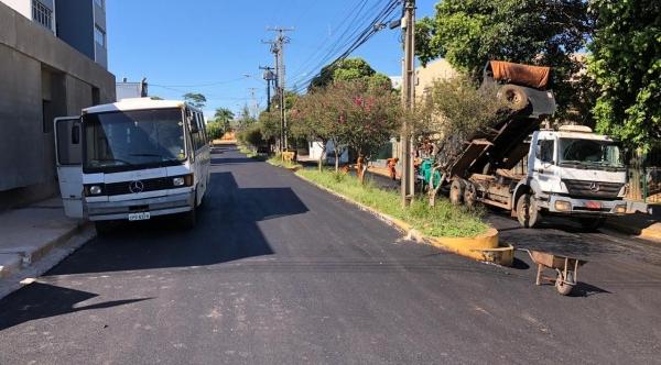 Recapes executados somam mais de 45 mil metros quadrados beneficiam diversos bairros de Adamantina (Foto: Da Assessoria/PMA).