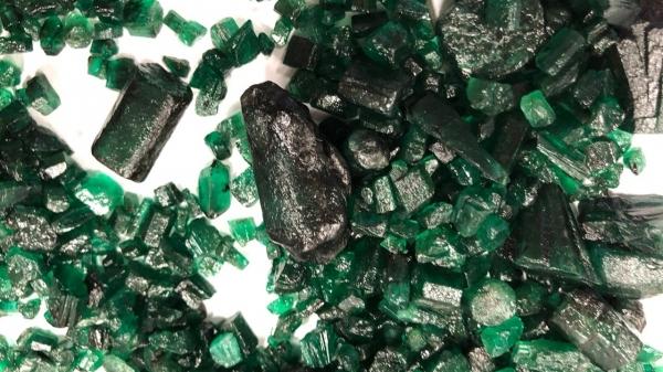 Apreensão das esmeraldas ocorreu durante a atividade de análise de uma exportação das joias, registrada no Porto Seco de Bauru (Divulgação/Receita Federal).