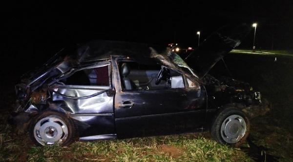 Carro ficou destruído após o acidente. Condutor morreu no local (Cedida/PM Rodoviária).
