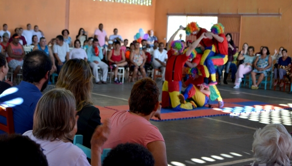 Adolescentes e jovens da Fundação Casa de Irapuru têm atividades com pacientes do PAI Nosso Lar (Fotos: Maikon Moraes).