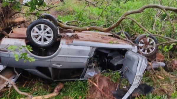 Um dos acidentes com vítima fatal foi o capotamento de um automóvel em Rosana, causando a morte do condutor  (Cedida: PM Rodoviária).