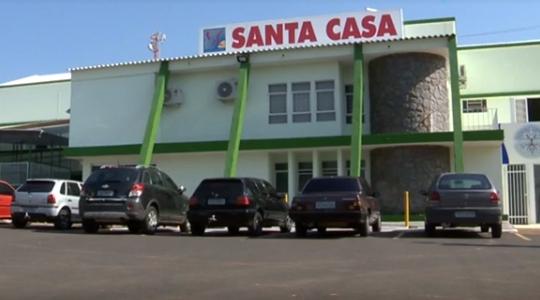 Mulher passou por procedimento na Santa Casa, na tarde desta segunda-feira (2) que permitiu a remoção do feto (Reprodução/TV Fronteira).