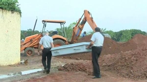 Trabalhador morreu durante o trabalho, em uma vala, após soterramento (Reprodução/TV Fronteira).
