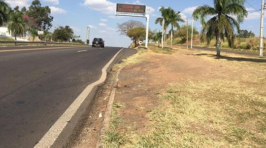 Excesso de peso em veículos de carga danifica pavimento em trechos da SP-294, na Nova Alta Paulista (Arquivo/Siga Mais).