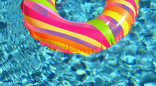 Perigo na piscina: criança foi encontrada pela mãe, submersa e inconsciente (Ilustração/Pixabay).