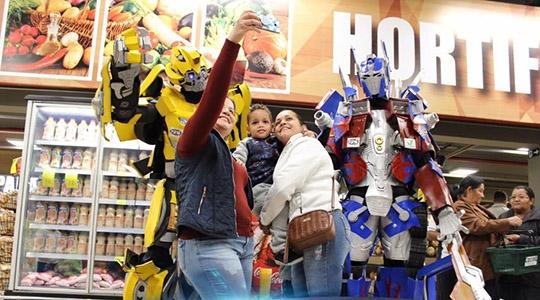 Transformers marcaram presença na Cocipa Hipermercado, em Inúbia Paulista, no último sábado (Imagens: Divulgação).