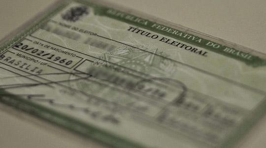 O cancelamento do título pode acarretar uma série de problemas. A pessoa fica, por exemplo, impedida de obter passaporte e carteira de identidade, de receber salário de função ou emprego público e de participar de concorrência pública ou administrativa estatal (Arquivo/Marcello Casal Jr/Agência Brasil).