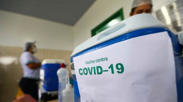 Vacinação contra a Covid-19 prossegue em Mariápolis, agora com os grupos de moradores de 50 a 59 anos (Foto: Marcelo Camargo/Agência Brasil).