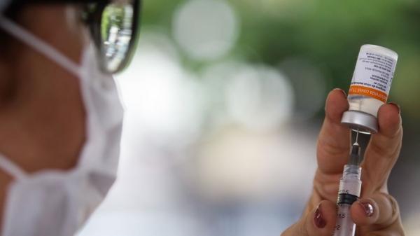 Adamantina vacina moradores de 50 a 59 anos a partir desta terça-feira (15) no CIS ? Centro Integrado de Saúde (Foto: Tânia Rego/Agência Brasil).